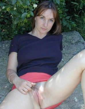 amateur photo Red skirt