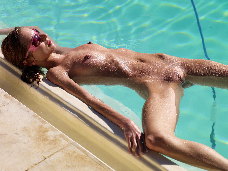 Nackt Am Pool