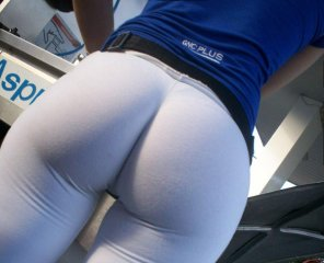 amateur photo In yoga pants