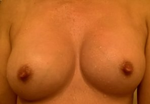 amateur photo If my nipples are cold and wet, do you still think they look pretty? Or do you prefer dry, puffy, pink nipples?
