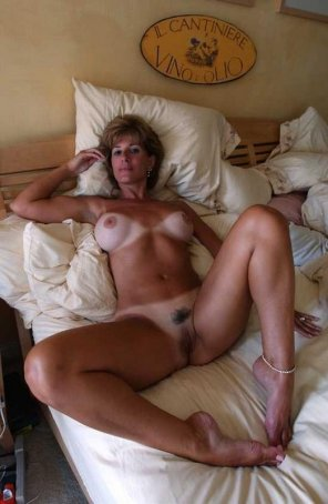 amateur photo Well-lined MILF