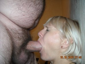 amateur photo Mature mouth stretched to the limit...