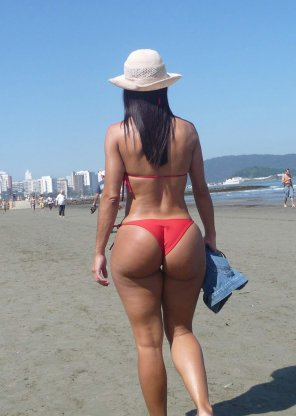 amateur photo Beauty Booty at the beach
