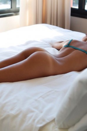 amateur photo Bare on the bed