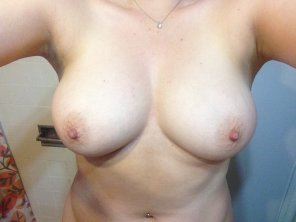 amateur photo My ladies homegrown tits