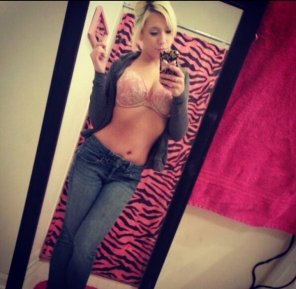 amateur photo Hot blonde mirror shot.