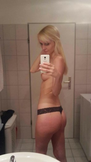 amateur photo Proud of her ass