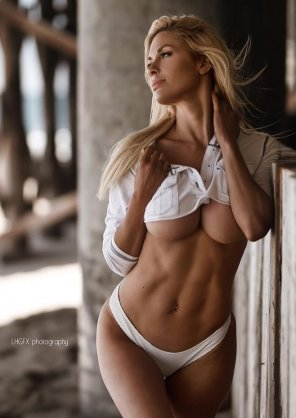 amateur photo Awesome abs