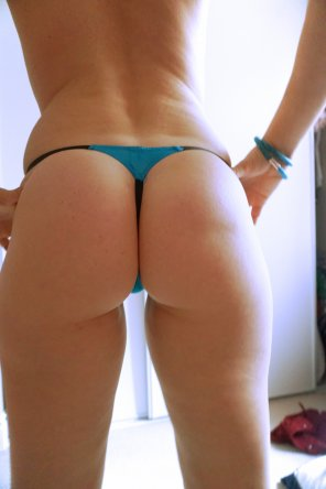 amateur photo Simple thongness