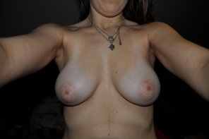 amateur photo her tits