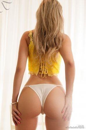 amateur photo Yellow top