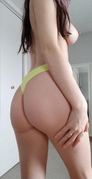 amateur photo my ass in yellow panties