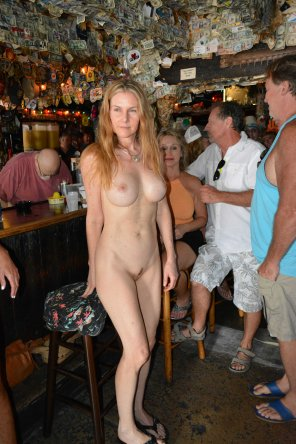 amateur photo Mature Lady Naked In A Bar