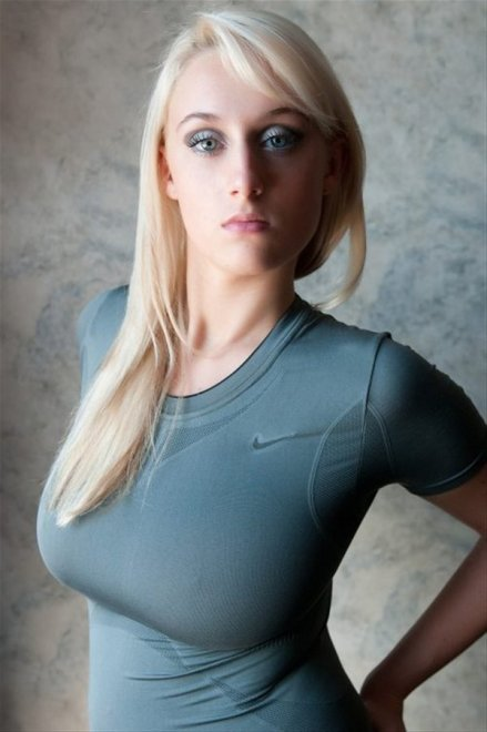 Tight shirt Porn Photo