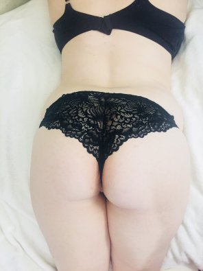 amateur photo A pale girl in her natural habitat...bra and panties!