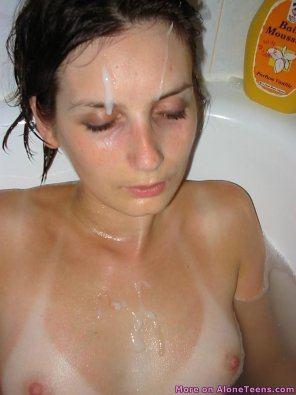 amateur photo Cum on face and tits in bath