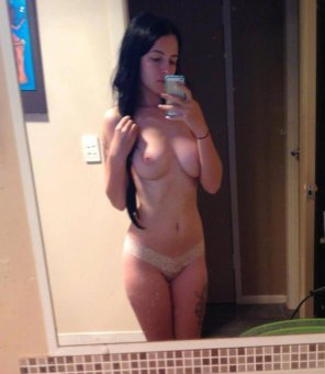 amateur photo Dark hair and nice tits