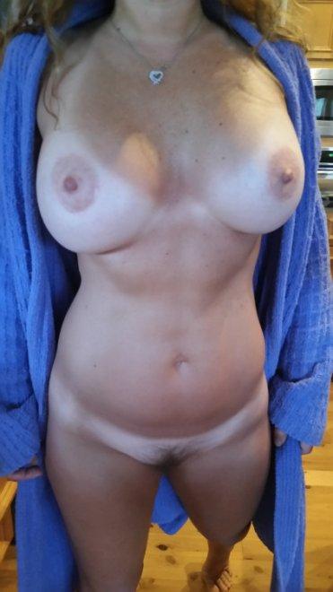Open robe Porn Photo