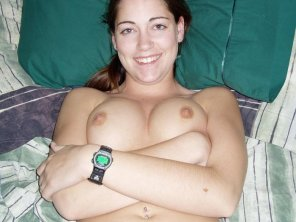 amateur photo What kind of watch is she wearing
