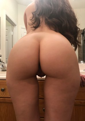 "amateur photo I'm only 5'2"", but am I still considered petite with this much ass?"