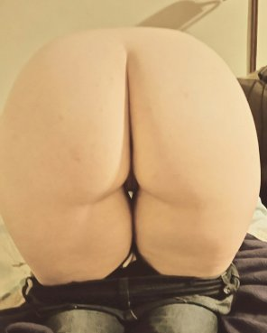 amateur photo Sharing my booty GF with the community