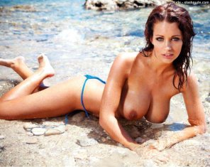 amateur photo Holly Peers in the water