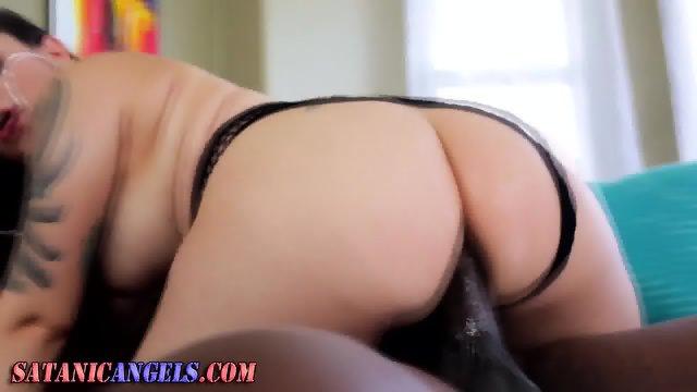 Goth whore assrides cock