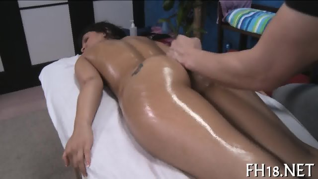 Pounding a nectarous pussy