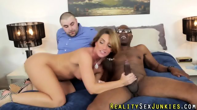 Babe cuckolds husband