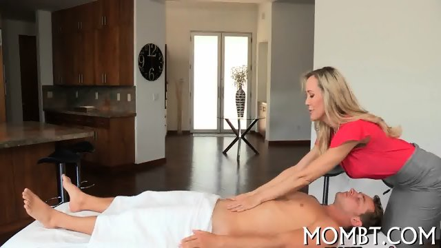 Lively and provoking threesome sex