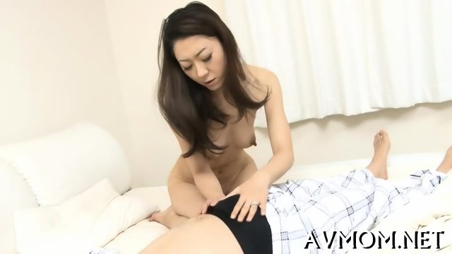Hairy tight pussy mom gets fingered
