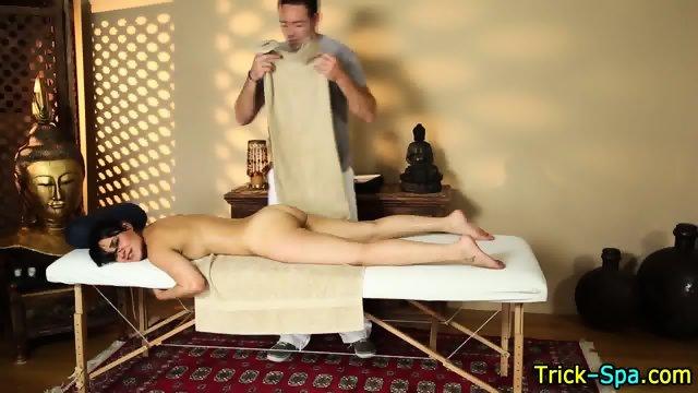 Hooter babe blows masseur