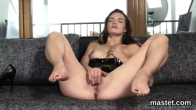 lesbisch Enormous dildos inside lesbian pussy of Pristine and Jenna
