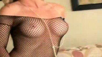 Pro babe in hot lingerie mastrubating - scene 2