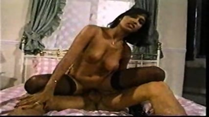 Indian Girl has Sex with Foreigner - scene 5