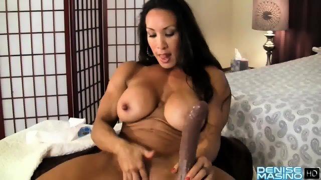 Sexy MILF-ica se razkazuje
