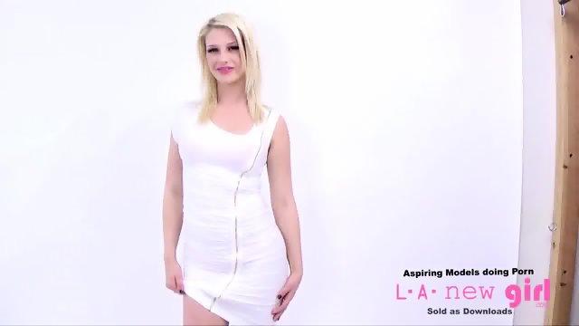 Supermodel pofafa foto agentu kar med snemanjem