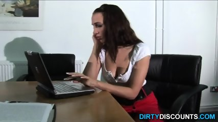 Cocksucking Brit Amateur Wanking Dick - scene 3