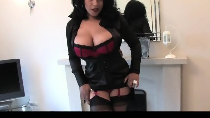 Thick Ebony English MILF Seducing, Teasing And Showing Off - scene 5