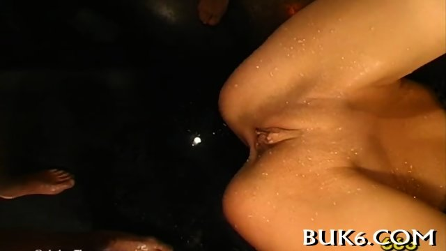 Babe gets a lusty pissing shower