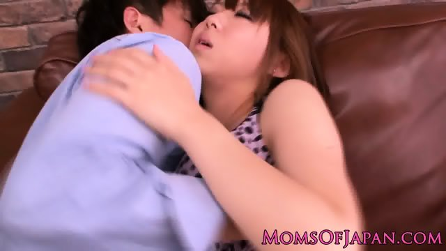 Japanese milfs pussy fingered
