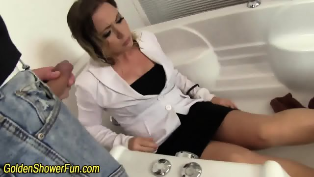 Face jizz ho pissed on