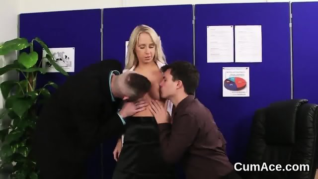 Foxy honey gets cumshot on her face eating all the sperm - scene 7