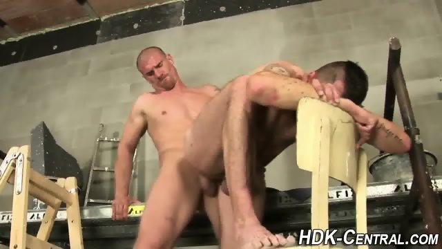 Buff stud raw dawgs ass - scene 1