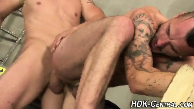 Buff stud raw dawgs ass - scene 2