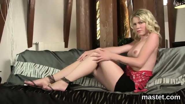 Frisky czech chick opens up her narrowed cunt to the strange - scene 5