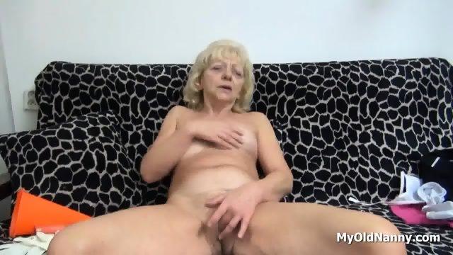 Wrinkly Gilf Pleasures Her Muff - scene 9