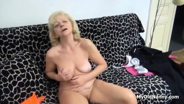 Wrinkly Gilf Pleasures Her Muff - scene 11