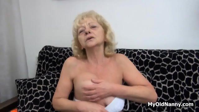 Wrinkly Gilf Pleasures Her Muff - scene 1