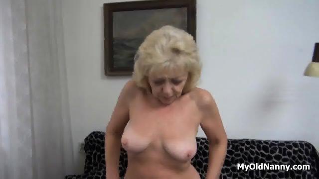 Wrinkly Gilf Pleasures Her Muff - scene 2